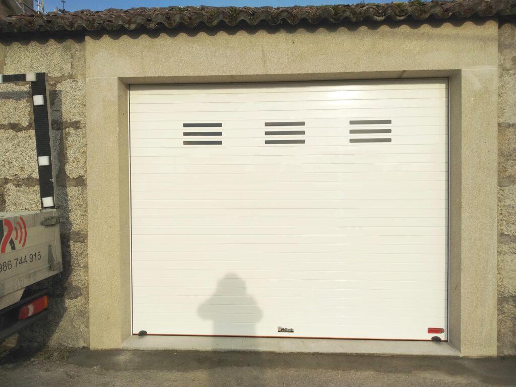 Portal para garaje enrollable en Vilanova de Arousa 1
