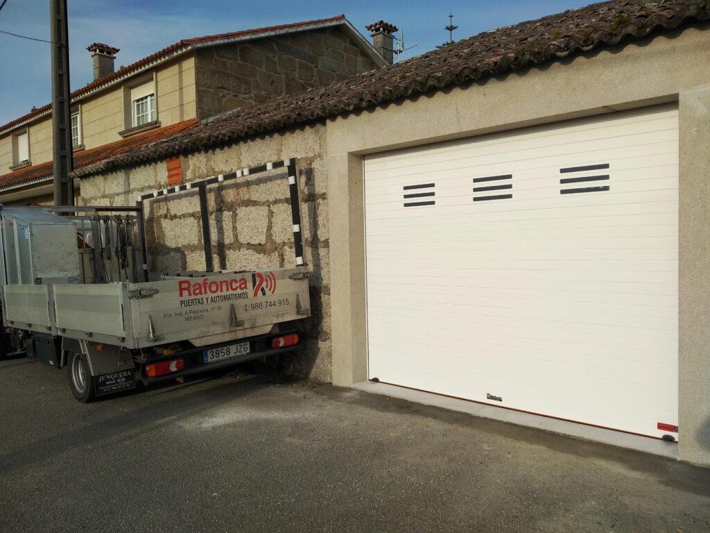 Portal para garaje enrollable en Vilanova de Arousa 2