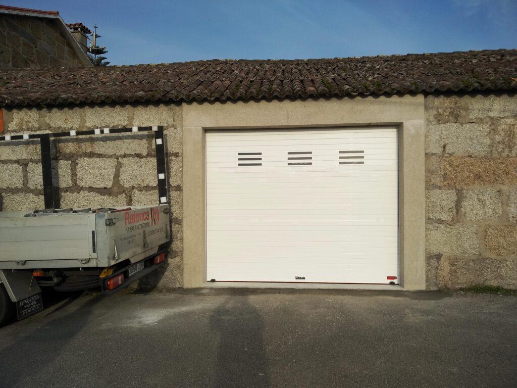 Portal para garaje enrollable en Vilanova de Arousa 3