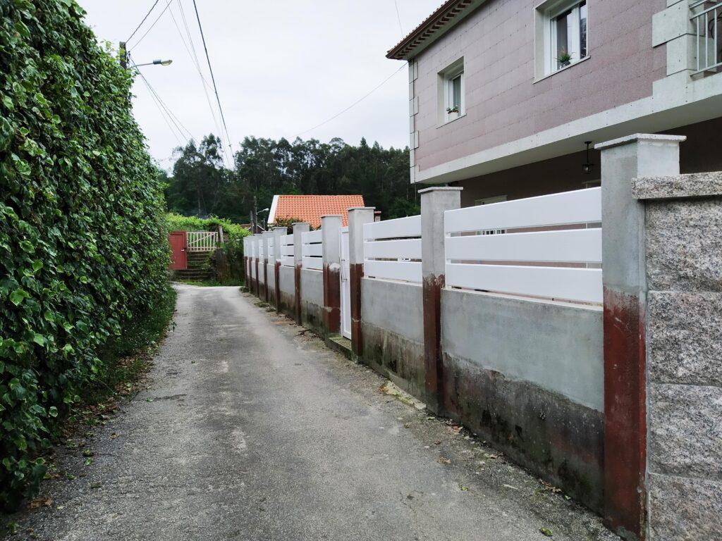 Portal abatible, puerta peatonal y vallas en Pontevedra 4