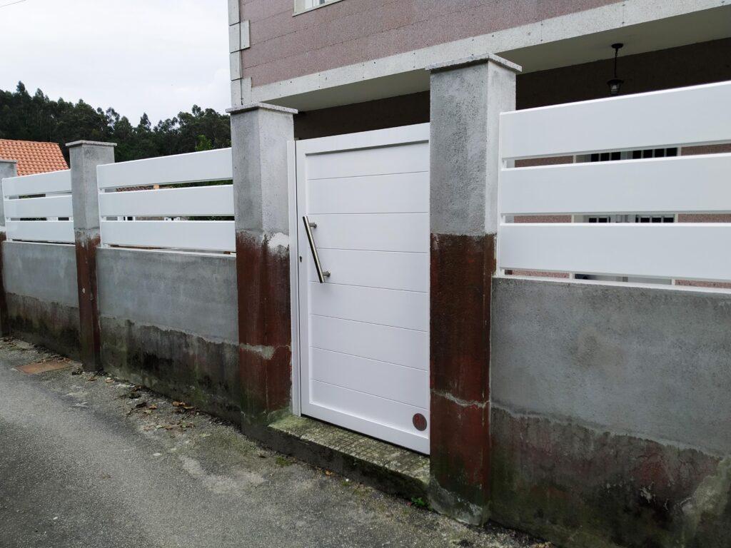 Portal abatible, puerta peatonal y vallas en Pontevedra 5