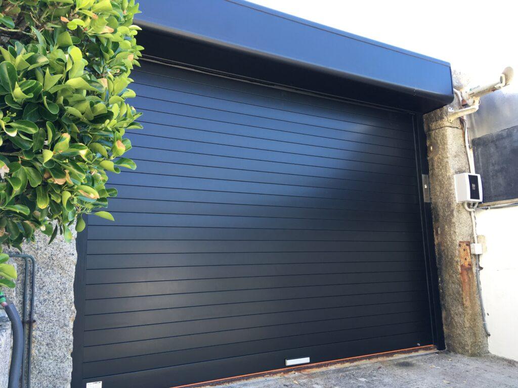 Puerta enrollable Collbaix para entrada de vehículos en Sanxenxo 3