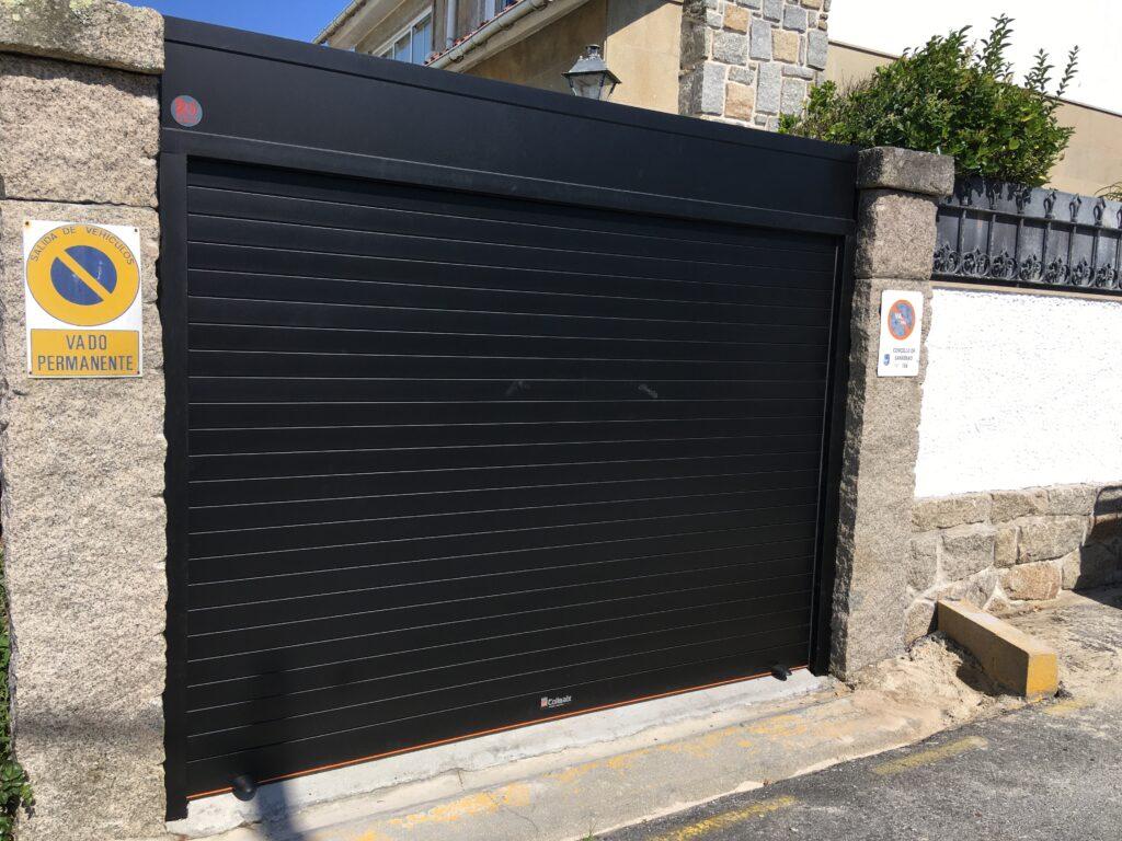 Puerta enrollable Collbaix para entrada de vehículos en Sanxenxo 2