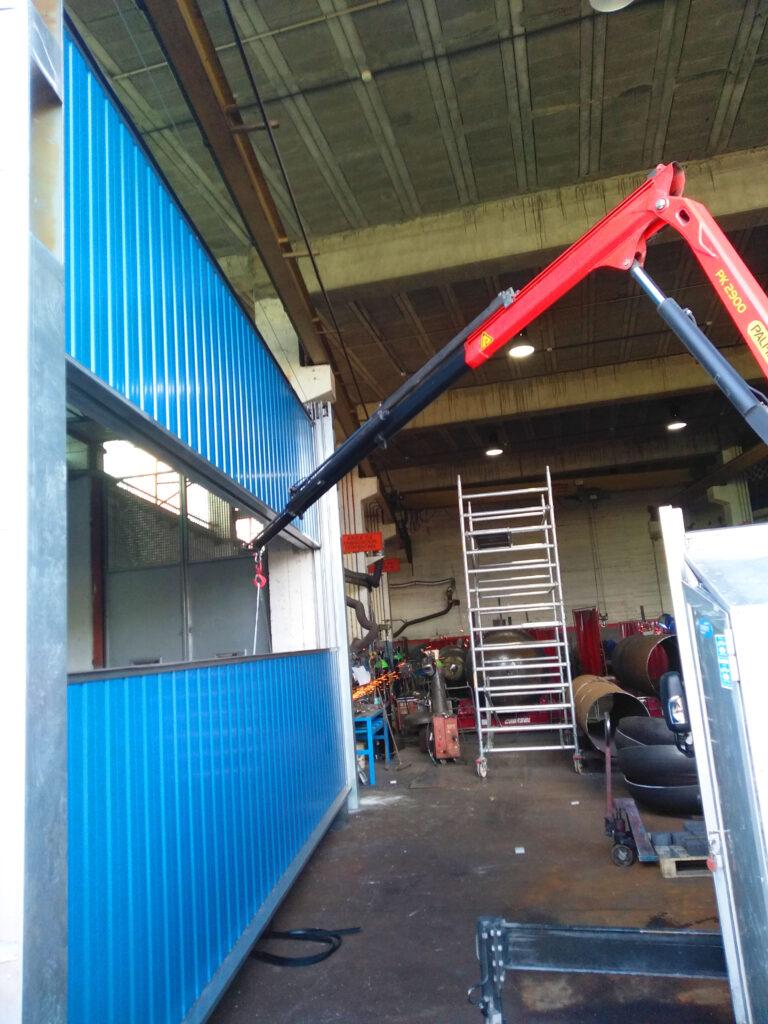 Portal contrapesado vertical y batiente industrial instalados en Vigo 1
