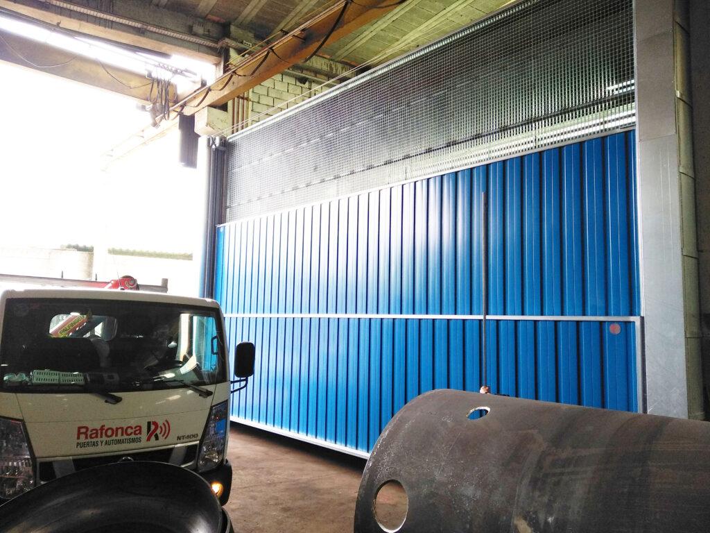 Portal contrapesado vertical y batiente industrial instalados en Vigo 4