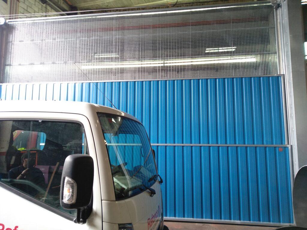 Portal contrapesado vertical y batiente industrial instalados en Vigo 6