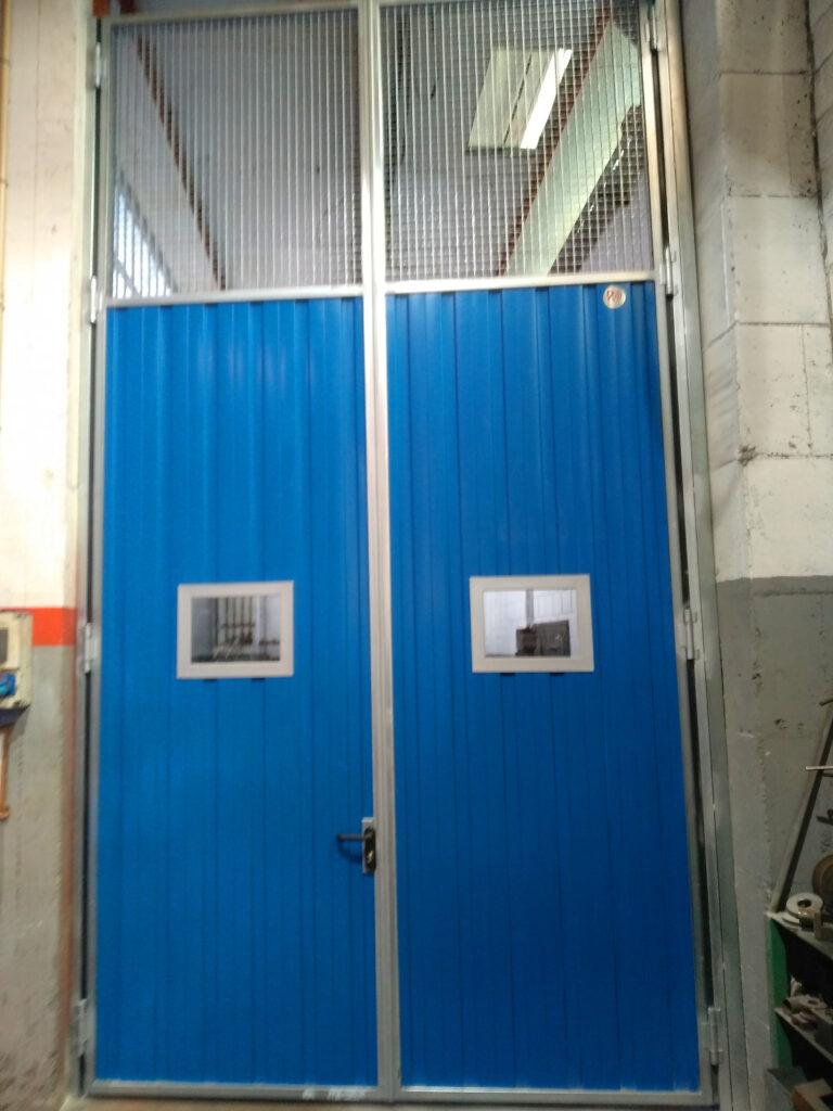 Portal contrapesado vertical y batiente industrial instalados en Vigo 7