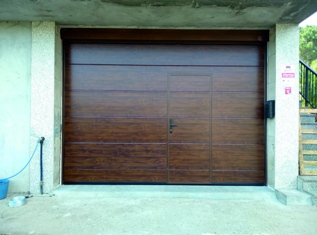 Puerta seccional Novoferm ISO45 Nogal