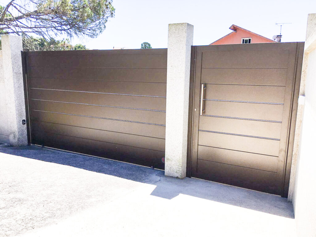 Fantástica instalación de puerta corredera y peatonal en Ponte Caldelas 1