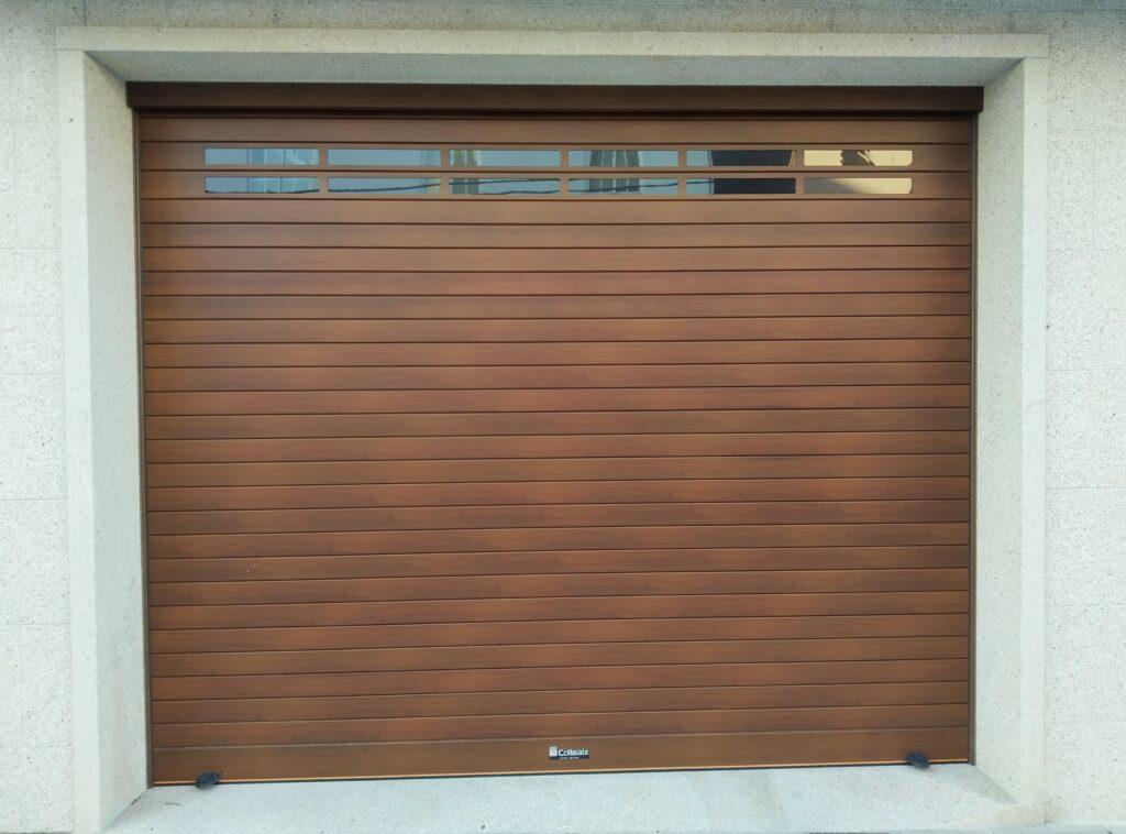 Puerta enrollable Collbaix para garaje instalada en Ribeira (A Coruña) 5