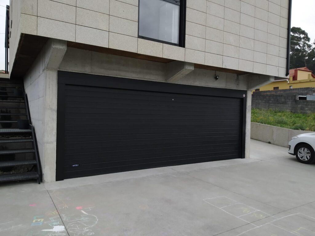 Instalación de puerta seccional Novoferm en Castrelo (Cambados) 3