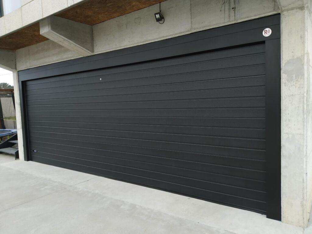 Instalación de puerta seccional Novoferm en Castrelo (Cambados) 4