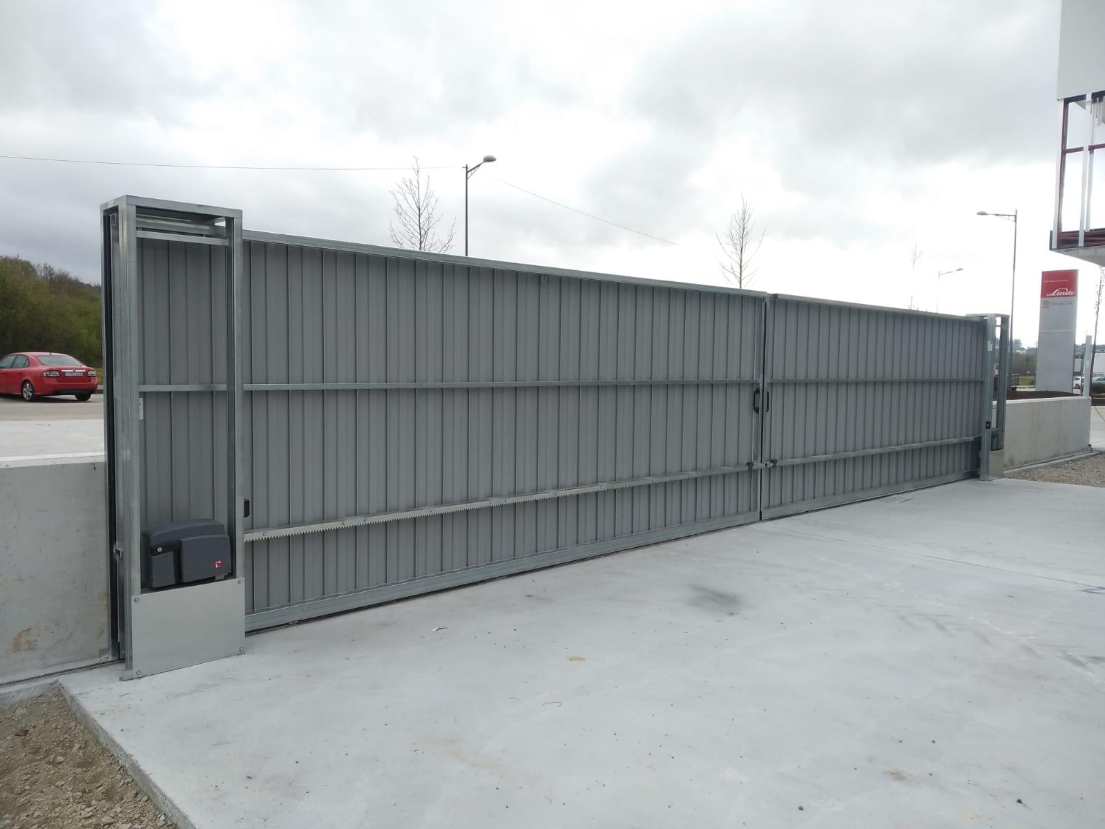 Portales corredera y batiente industriales instalados en Nigrán (Pontevedra) 4