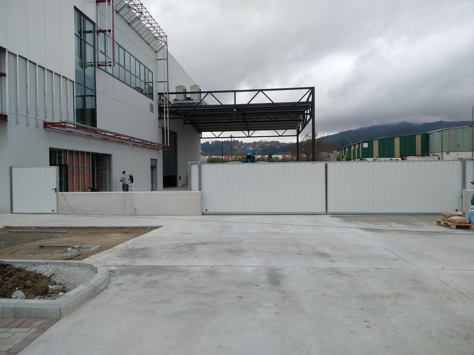 Puerta corredera industrial tipo rodante Novoferm
