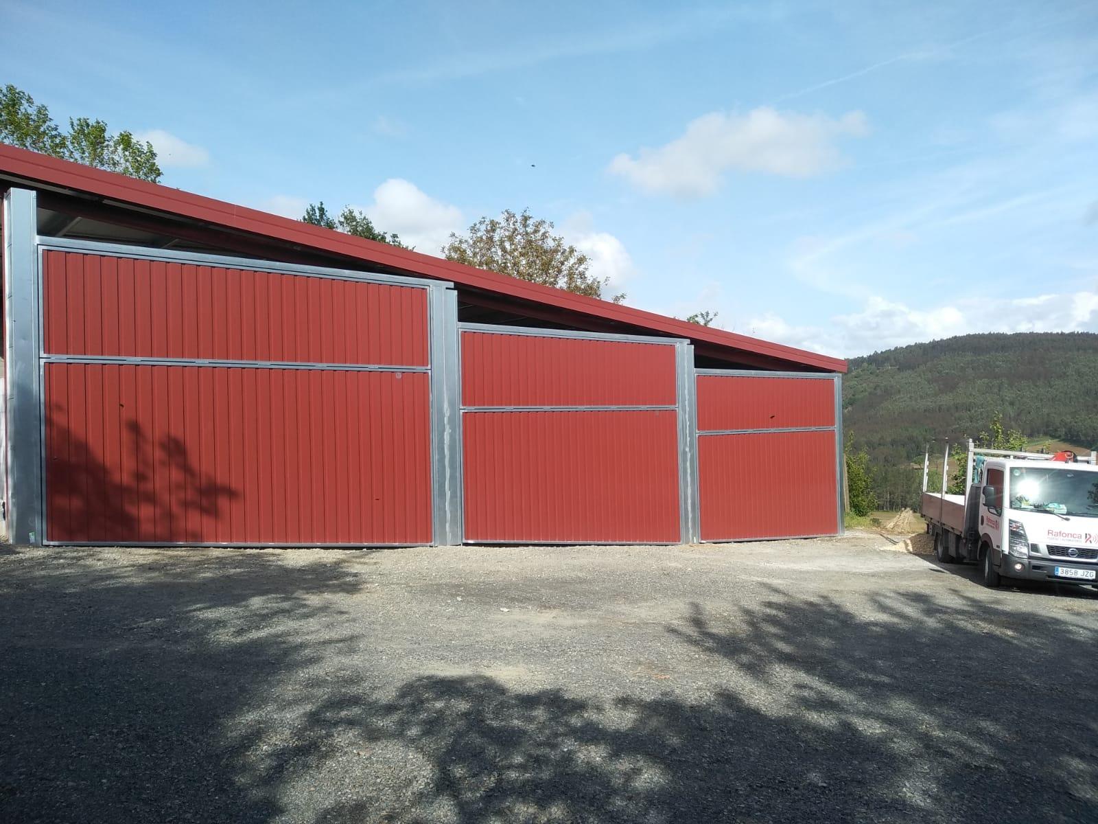Instalación en Arzúa de portales contrapesados
