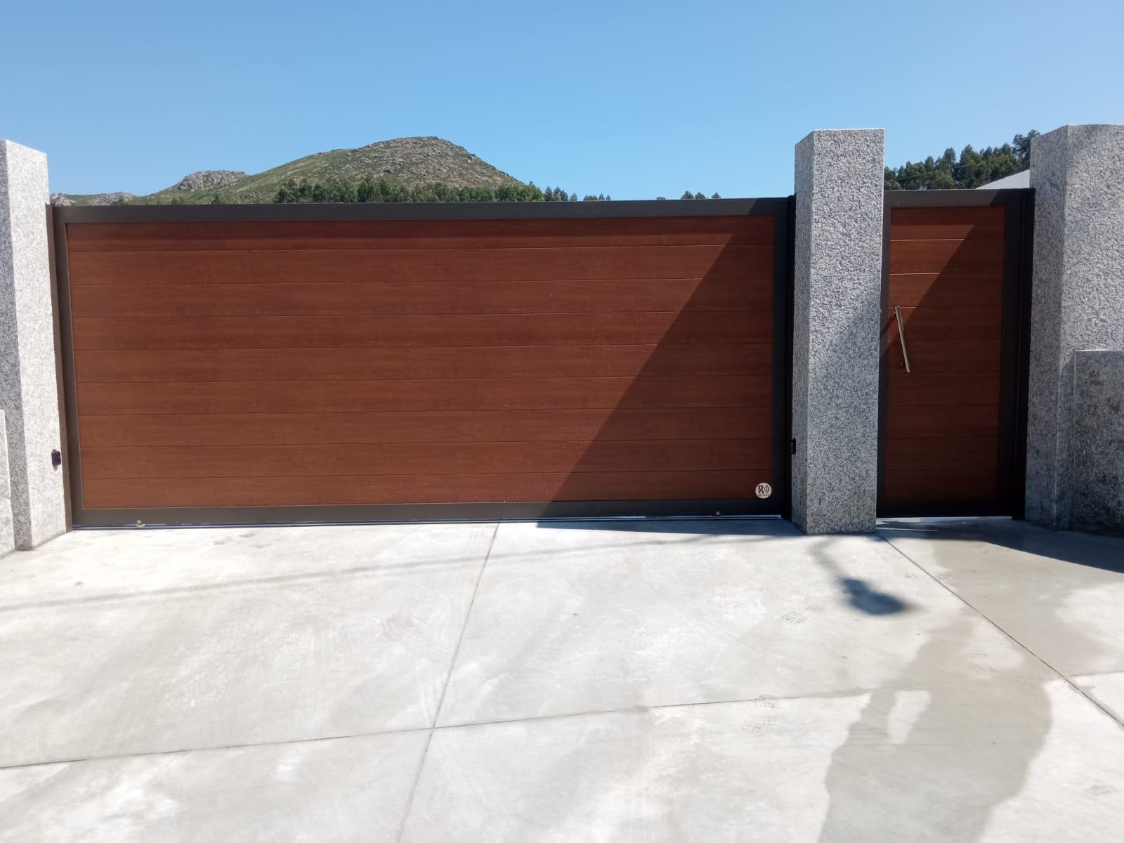 Portales de aluminio soldado imitación madera
